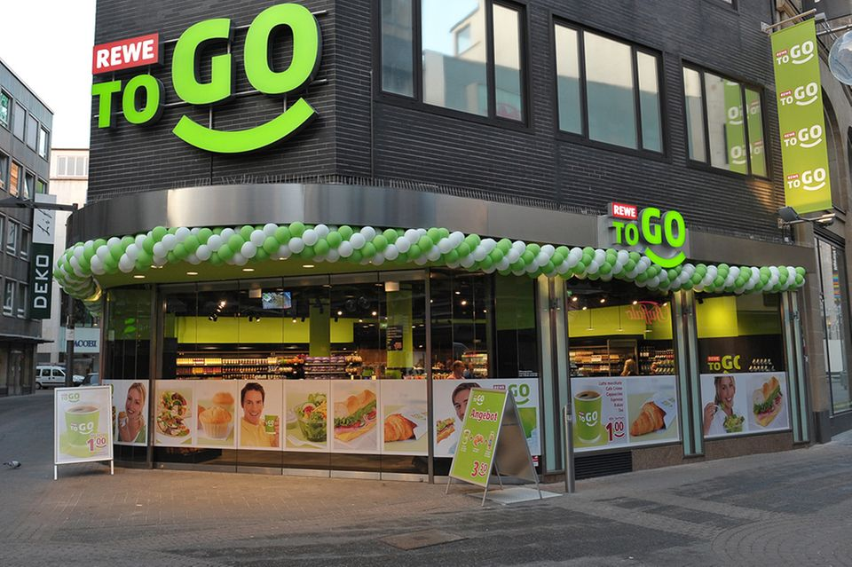 """In Köln: der erste """"REWE to go"""""""