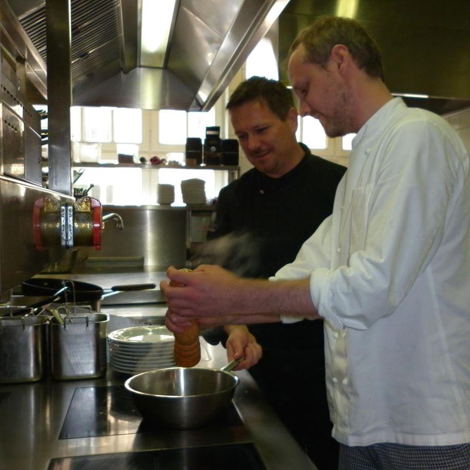 Alexander Tschebull (links) und Lehrling Thomas Steffens.