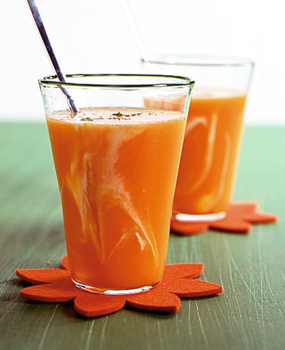 Einen solchen Vitamin-Cocktail sollten Sie nicht zu lange stehen lassen, da Vitamin C sehr lichtempfindlich ist.