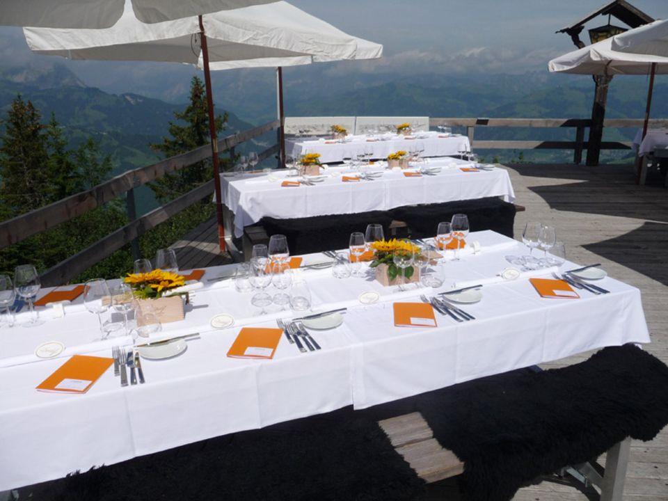 Gourmetküche im Restaurant Wasserngrat mit Blick auf die Waadtländer Alpen