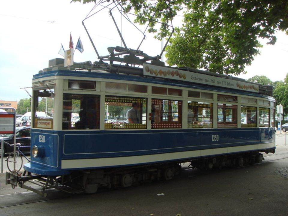 Die Jubiläums-Tram für historisch interessierte Naschkatzen