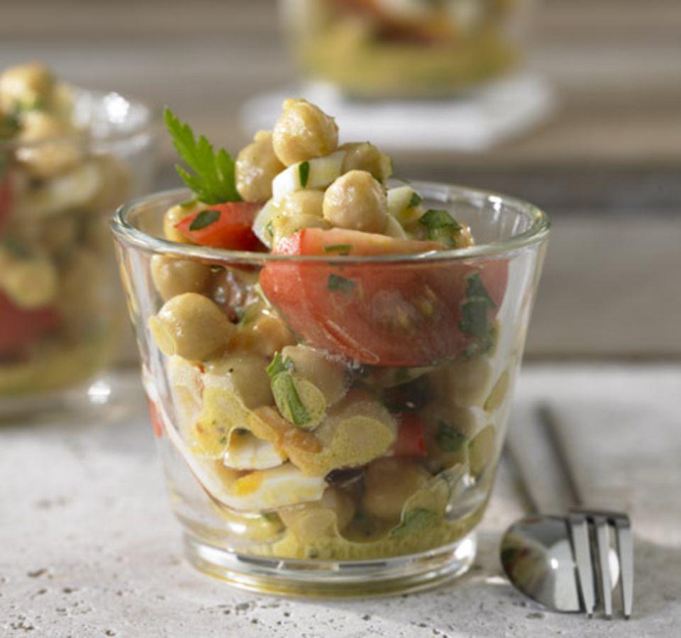 Salat im Glas serviert