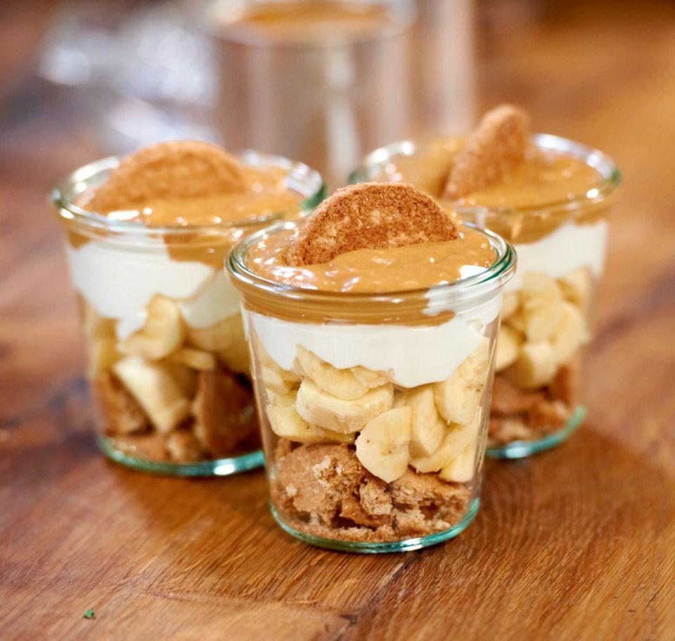 Geschichtetes Dessert im Glas
