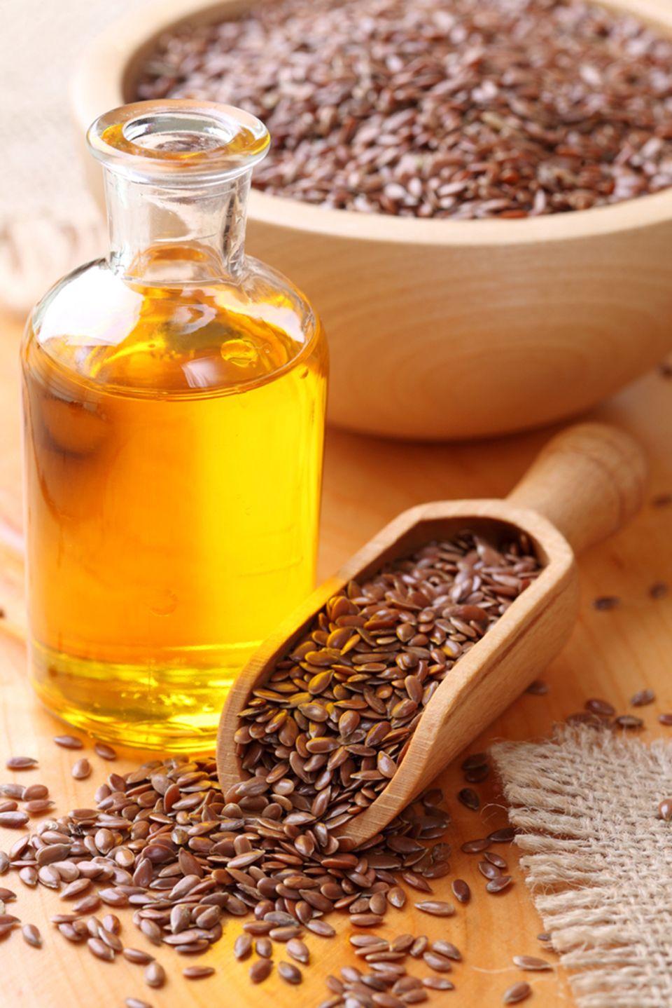 Aus den gesunden Leinsamen wird auch das Leinöl gepresst