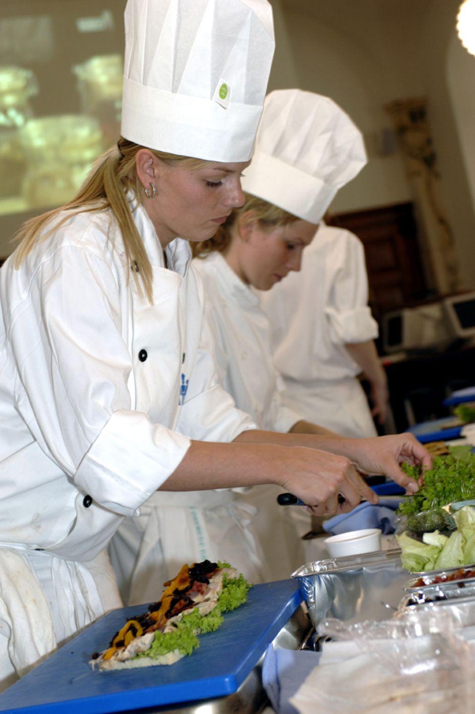 Köche bereiten im Rahmen von Copenhagen Cooking Smørrebrød zu