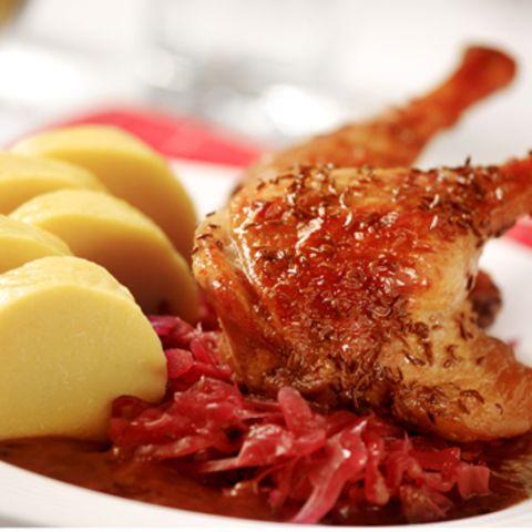 Braten, Klöße, Gemüse und Sauce - ein ganz typisches böhmisches Essen