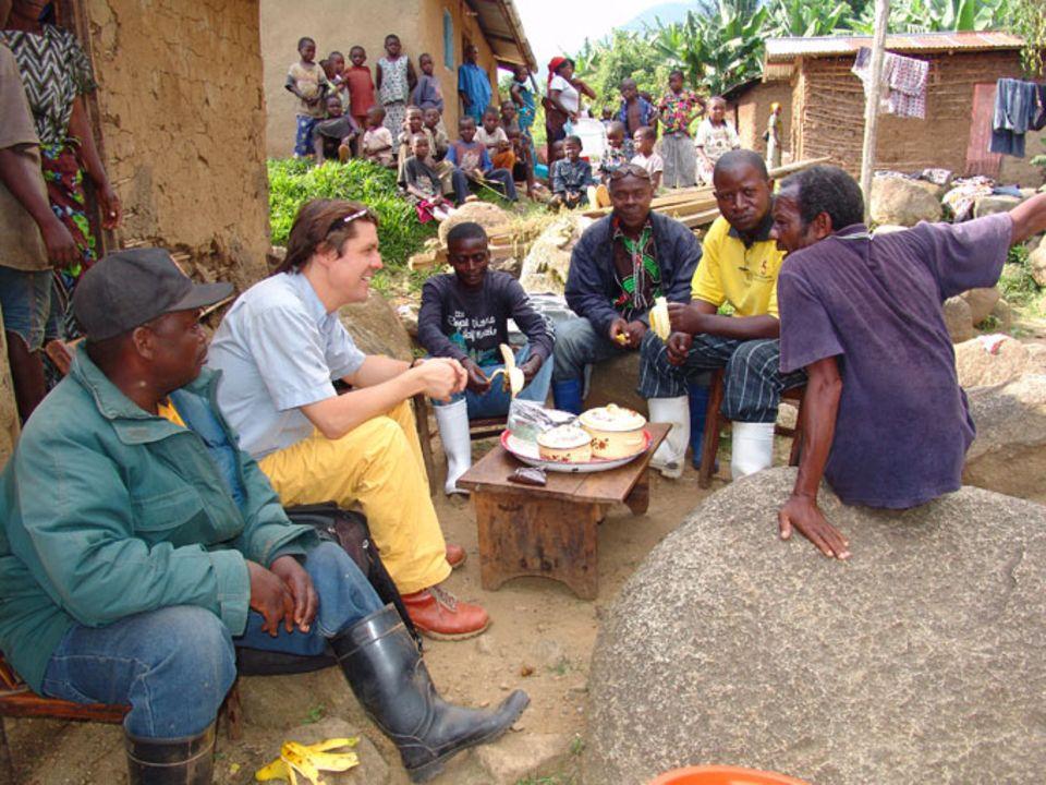 Philipp Kauffmann (2. v. l.), Mitbegründer und Mitglied des Board of Directors von Original Beans, mit Kakaobauern