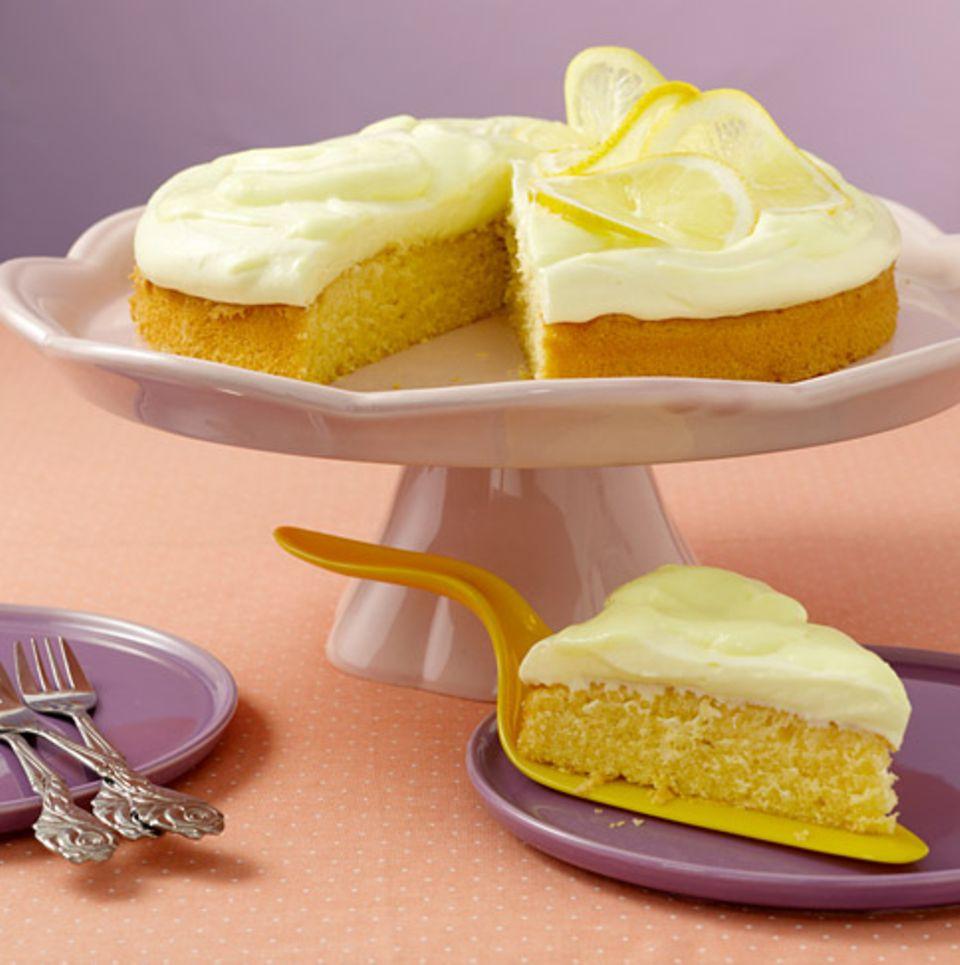 Zitronenlikör gibt süßen Speisen ein fruchtiges Aroma