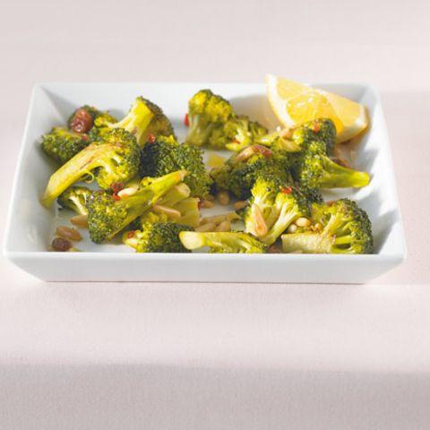 Zitronensaft unterstreicht den feinen Eigengeschmack des Broccoli