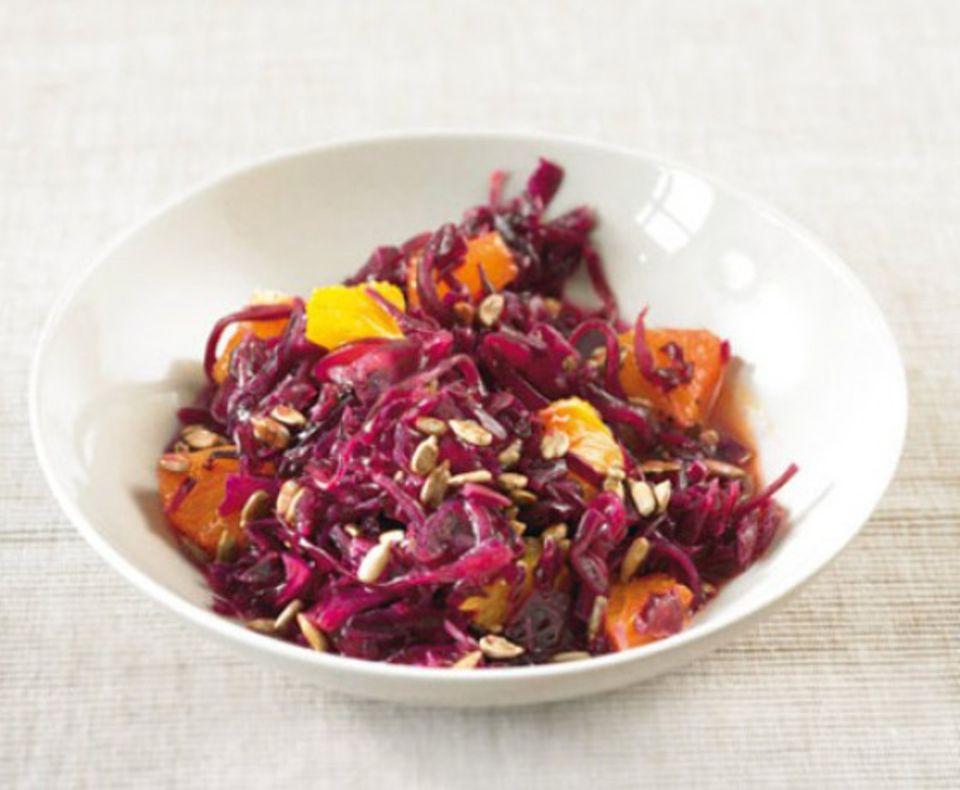 Rotkohl-Orangen-Salat: Das fruchtige Aroma passt perfekt