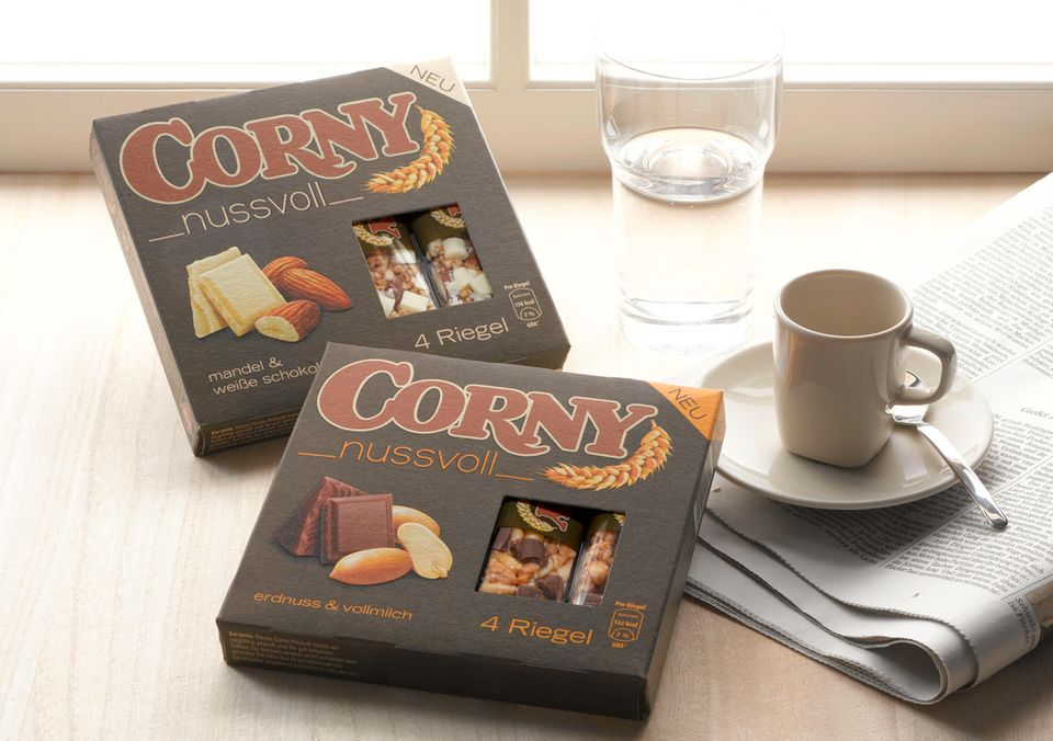 """Nussriegel """"Corny nussvoll"""" in zwei Sorten"""