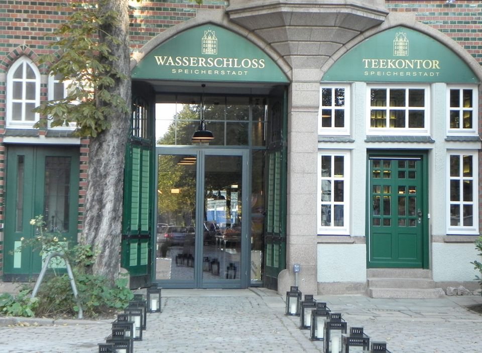 Das Wasserschloss in der Hamburger Speicherstadt: Teekontor und Restaurant