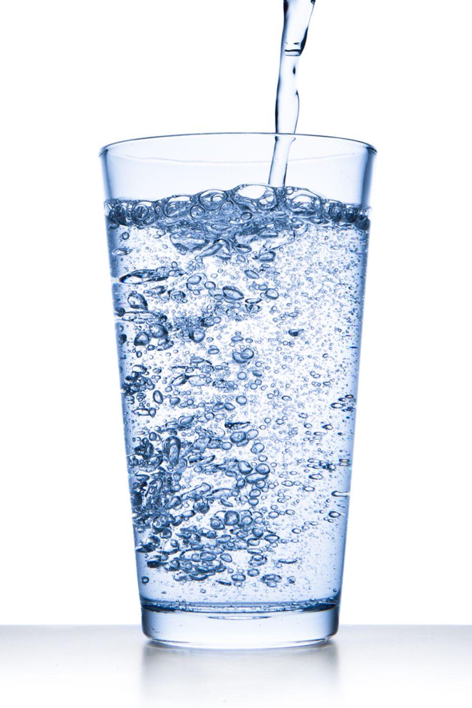 Mineralwasser beugt Kater vor und lindert ihn