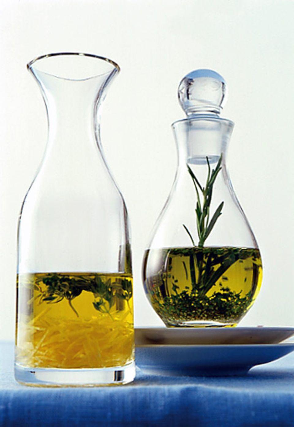 Zitronen-Kräuteröle duften und schmecken besonders aromatisch.