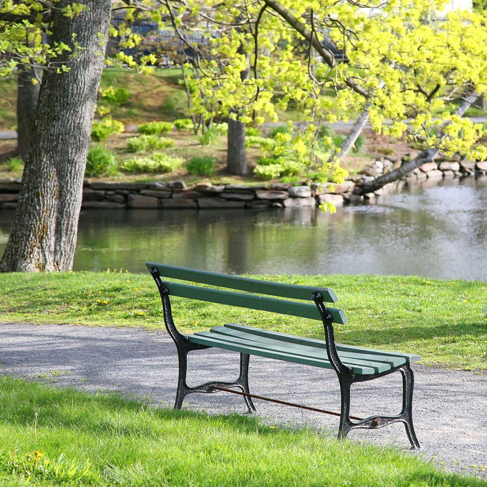 Ein schöner Platz im Park ist ideal für die kleine Auszeit