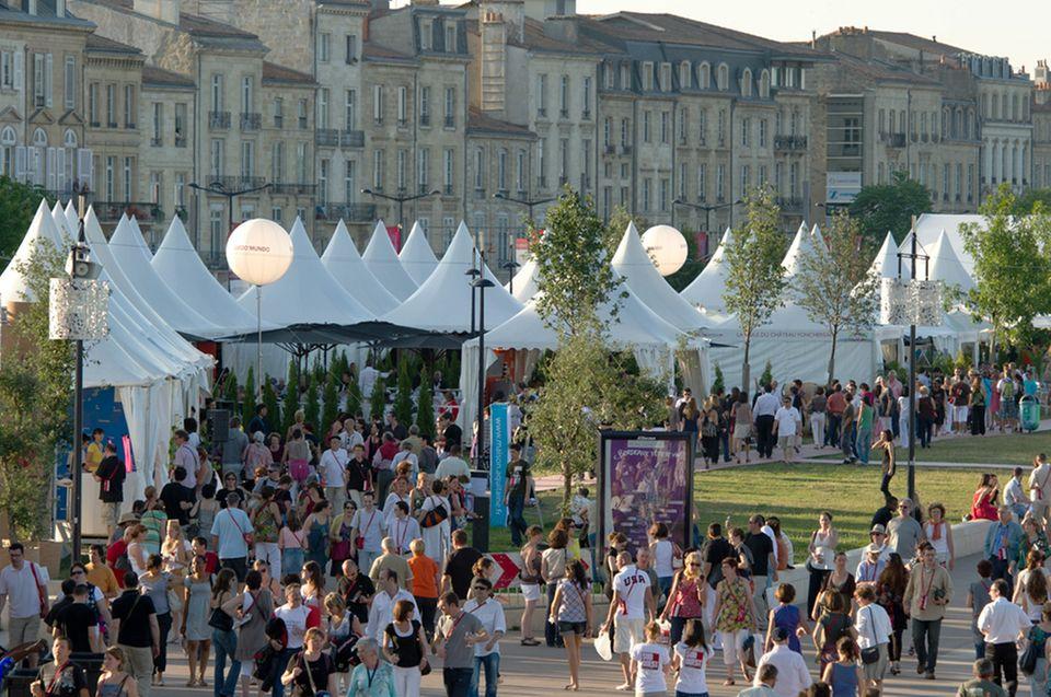 Weinpavillons entlang der Uferpromenade in Bordeaux