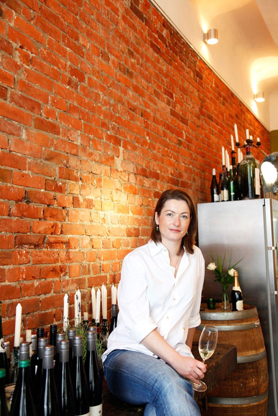 Ina Finn in ihrer Villa Verde. Hier vermittelt die Sommelière Wein-Wissen und ihre Passion für Wein