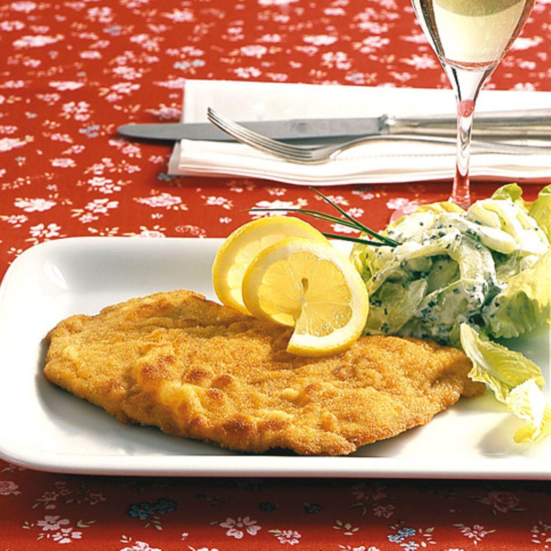 Paniert tarnt sich das Putenschnitzel nach Wiener Art