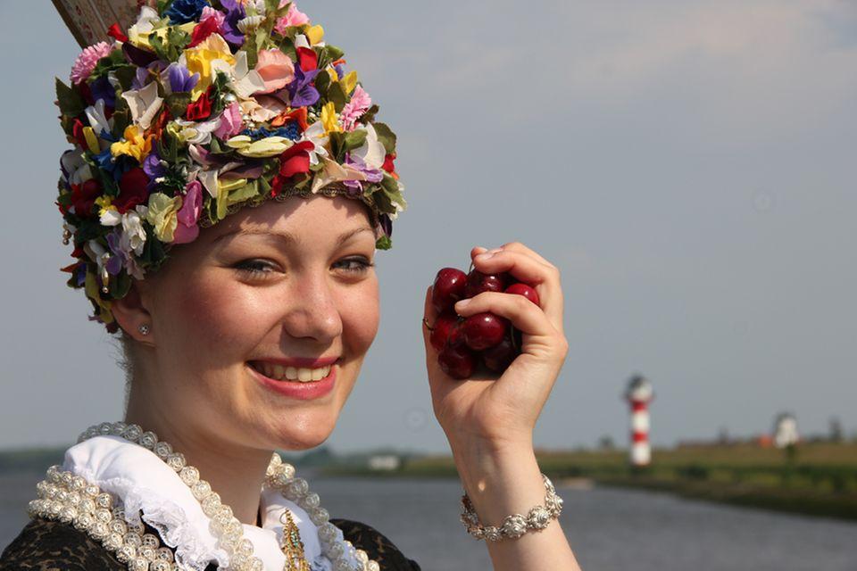 Die Blütenkönigin repräsentiert das Alte Land und sein Obst