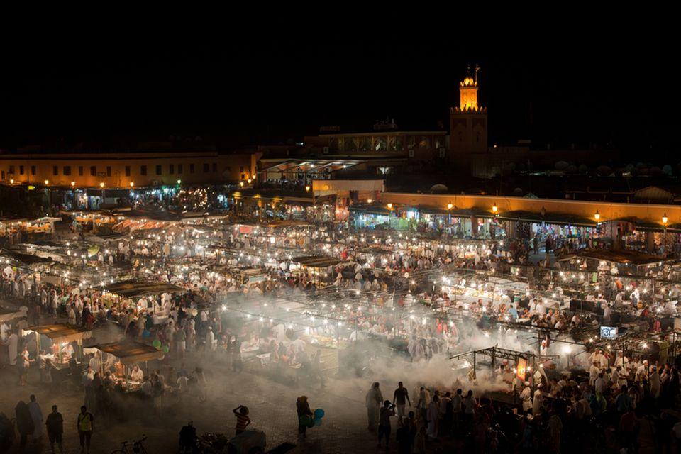 """Auf dem """"Djemaa El Fna"""" in Marrakech gibt es zahlreiche kulinarische Genüsse"""