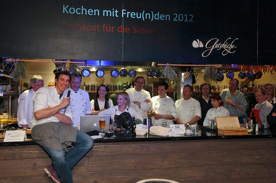 """""""Kochen mit Freu(n)den"""" 2012: Matthias Gfrörer heißt seine Freunde, Kollegen und Gäste willkommen"""