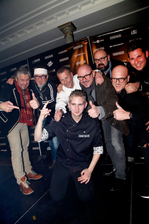 Glücklicher Sieger: Marvin Böhm (vorne), umringt von der Jury