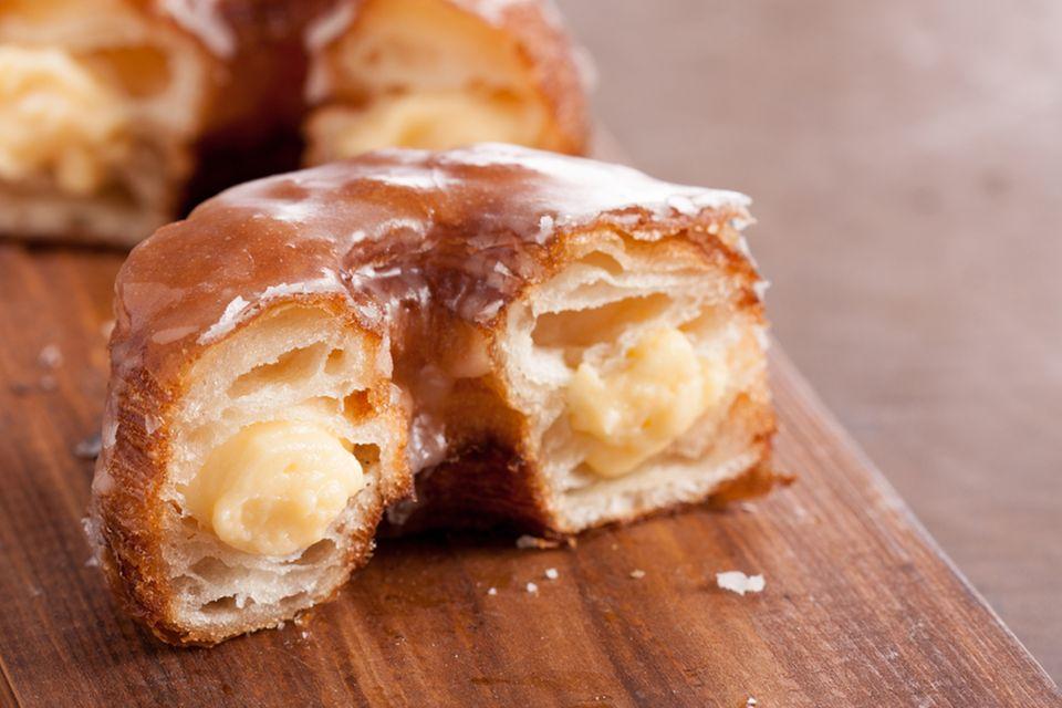 Außen Donut, innen Croissant: Cronut mit Vanillecremefüllung