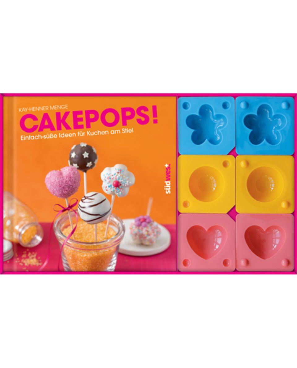 Zum Backbuch werden drei kleine Förmchen zum Cakepop formen mitgeliefert
