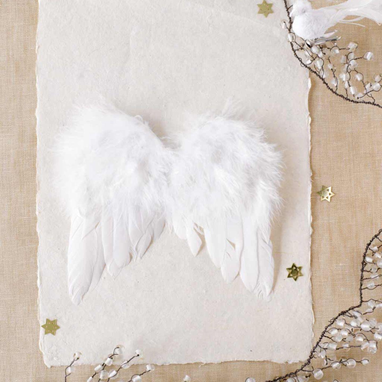 Perfekte Tischdeko: Engelflügel aus Federn