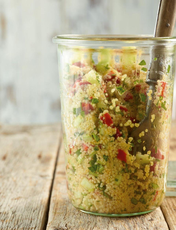 Für unterwegs: Couscous-Salat im Glas
