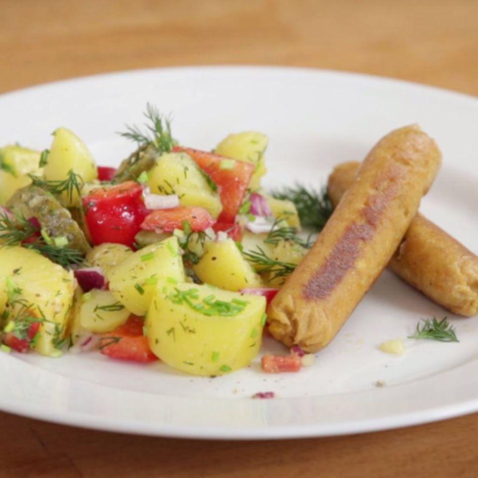 Vegane Würstchen und Frühlings-Kartoffelsalat von Nicole Just