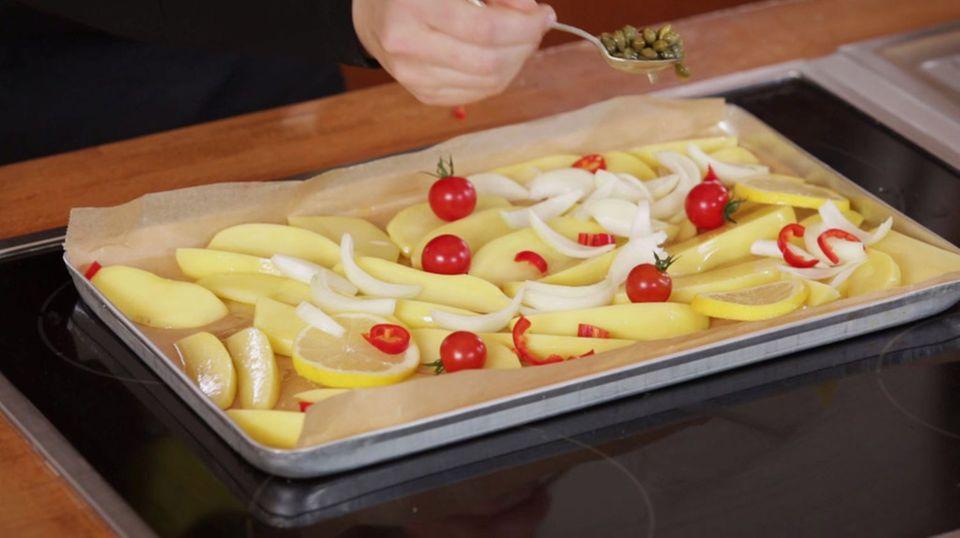 Werden im Ofen gegart: Zitronenkartoffeln