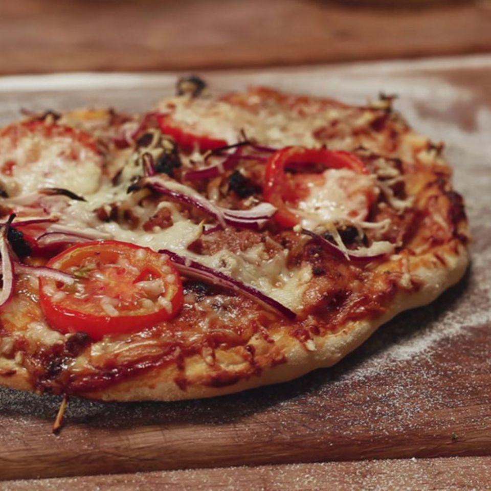 BBQ-Pizza vom Holzkohlegrill von Marc Balduan