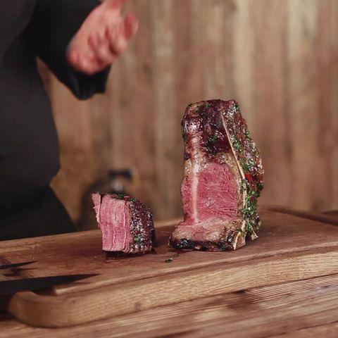 Gegrilltes Dry Aged Porterhouse Steak von Marc Balduan