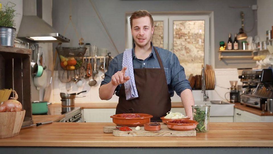 Fabio Haebel erklärt das texanische Rezept für Chili con Carne.