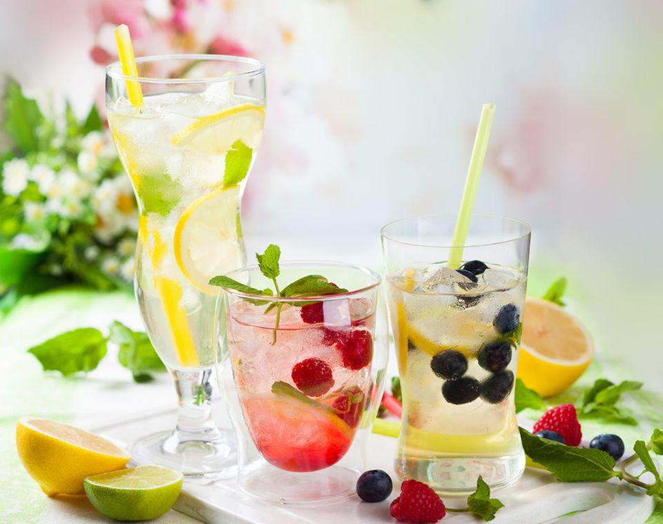 An heißen Tagen eine willkommene Erfrischung: Limoaden und Eistees