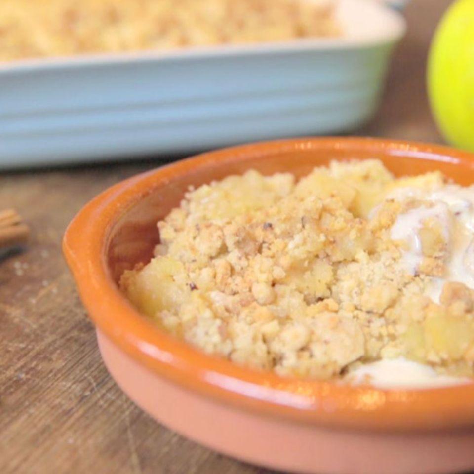 Apfel-Crumble mit Vanillesauce