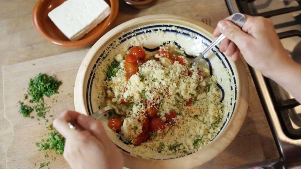 Das Tomaten-Couscous nach dem Rezept von Anne Lucas ist in nicht einmal 30 Minuten fertig.