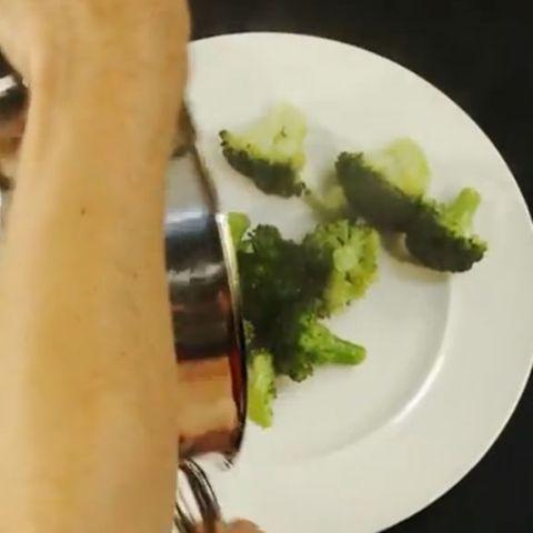 Dämpfen schont die Vitamine des Gemüses.