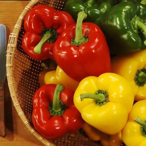 Die Farbe der Paprika gibt Auskunft über den Reifegrad.
