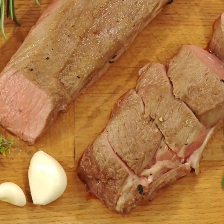 Perfekt gegarter Lammrücken ist innen leicht rosa.