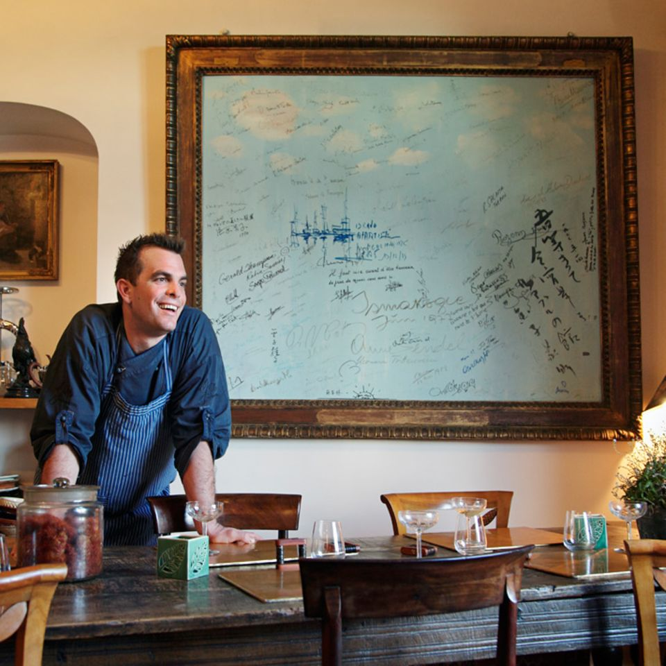 Der Esstisch in David Görnes Restaurant G. a. ist stolze 300 Jahre alt