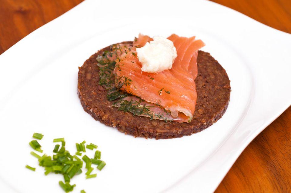 Graved Lachs ist eine Spezialität aus Skandinavien