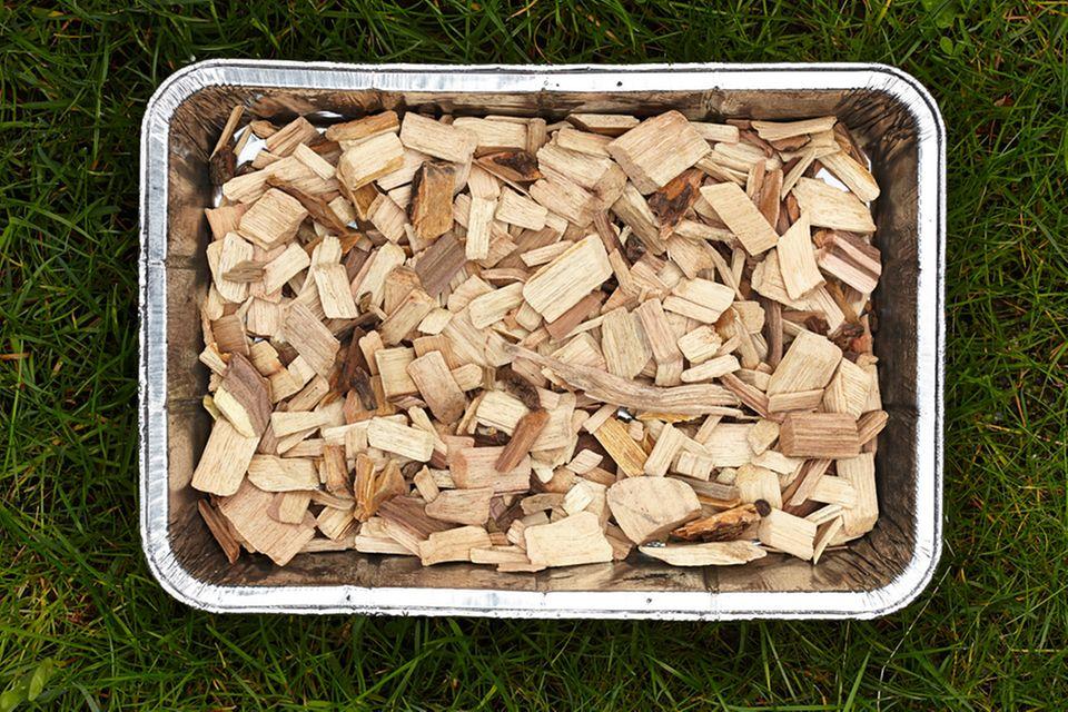 Mit Räucher-Chips ist das Räuchern im Kugelgrill kein Problem