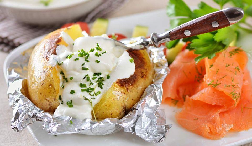 Kumpir: Die bunt gefüllte Kartoffel ist ein perfekter Sattmacher