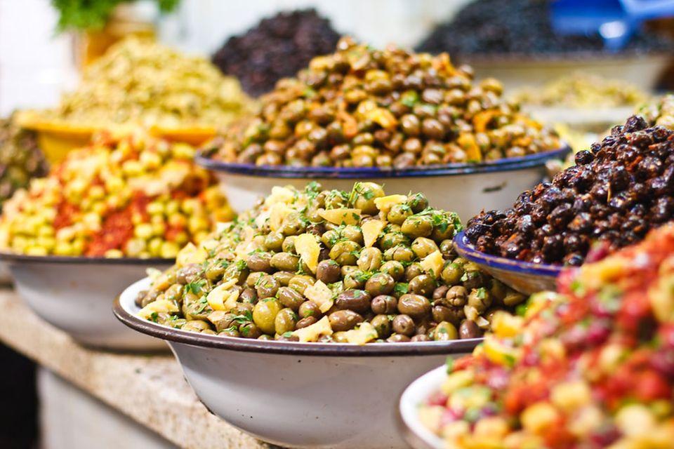 Andere Länder, andere Sitten: Märkte in südlichen Gefilden bieten Oliven gleich haufenweise an