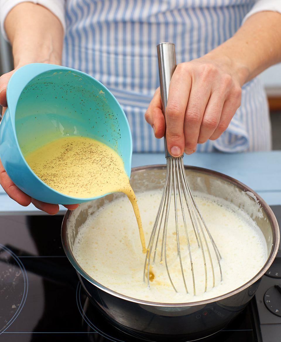 Für Füllung und Decke Pudding anrühren