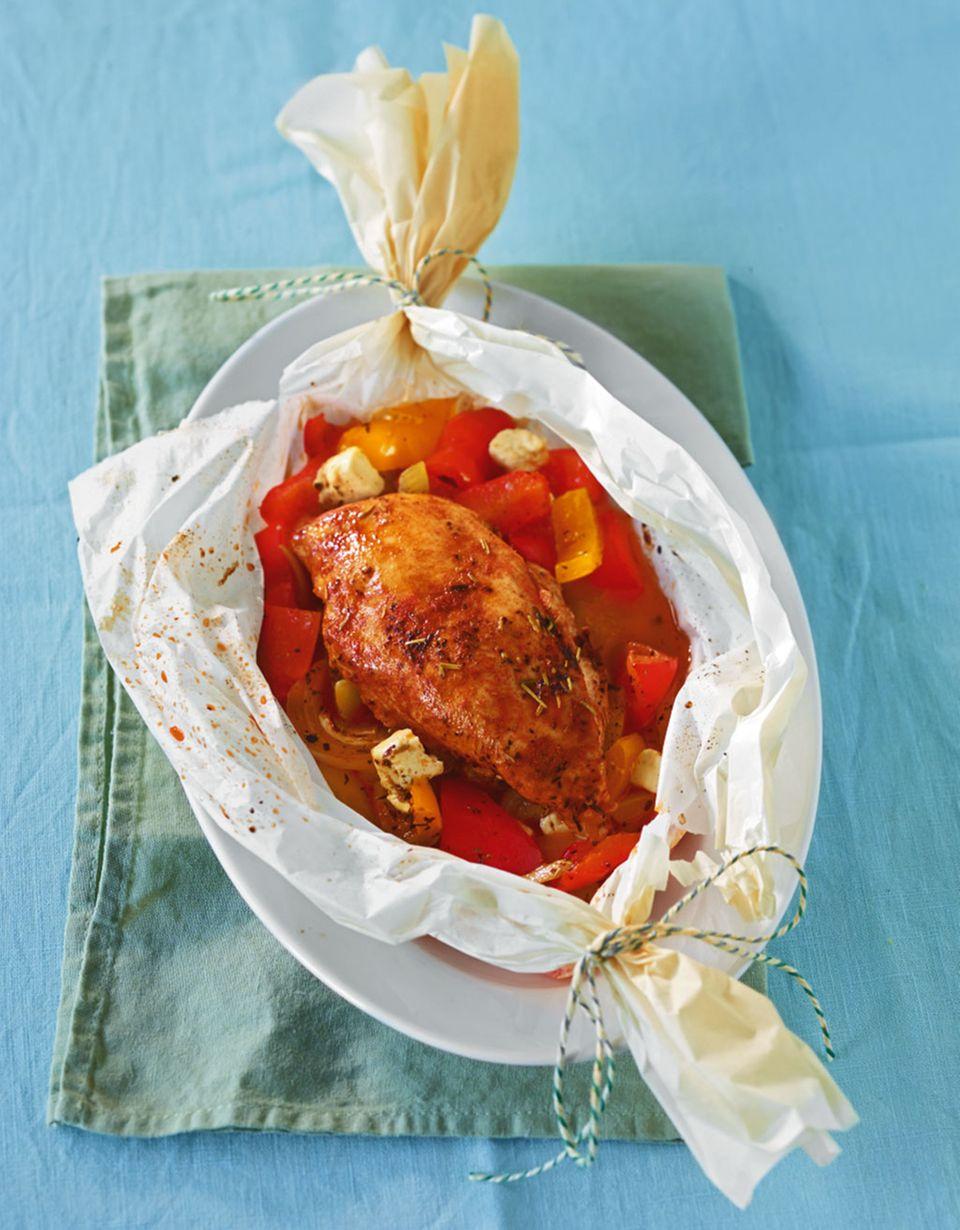 Hähnchen Päckchen mit Paprika und Feta