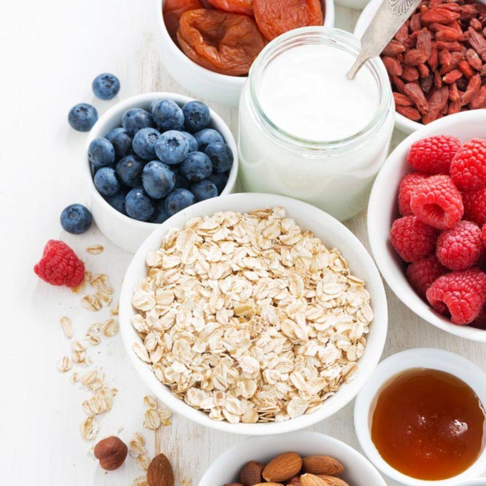 Ballaststoffe stecken in vielen Lebensmitteln, die ausgesprochen gut zum Frühstück schmecken