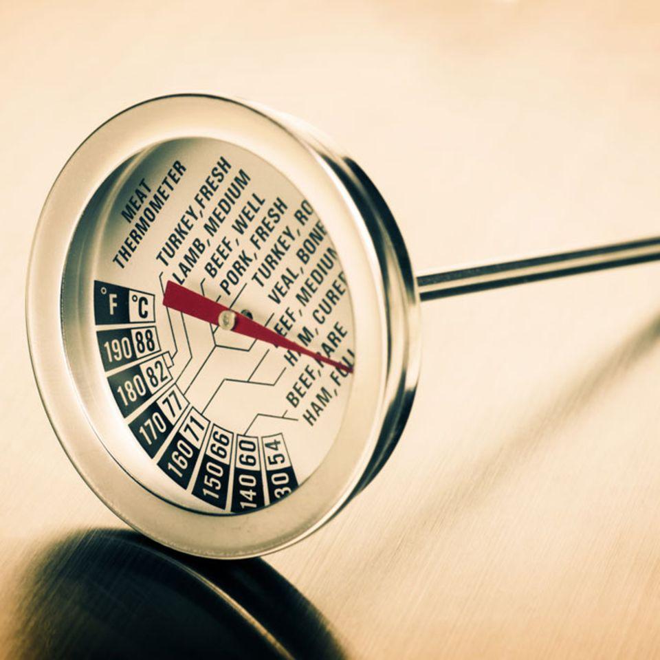 Ein Stichthermometer hilft dabei die Temperatur gleichmäßig niedrig zu halten